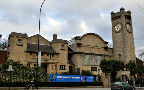 Horniman Museum from the street. Image courtesy of Flickr user Afshin Darian - https://www.flickr.com/photos/micronova/5472543096/
